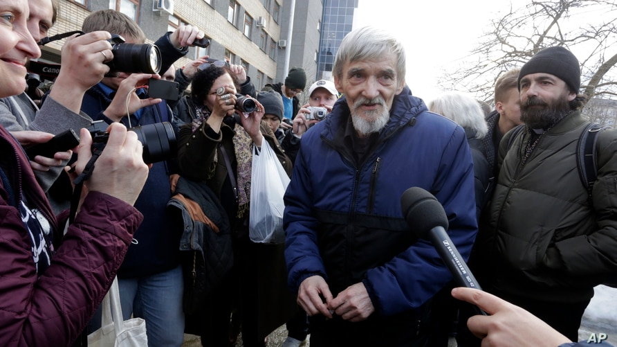 Russian historian Yuri Dmitriyev, center, speaks to the media outside a court in the city of Petrozavodsk, northwestern Russia, April 5, 2018.