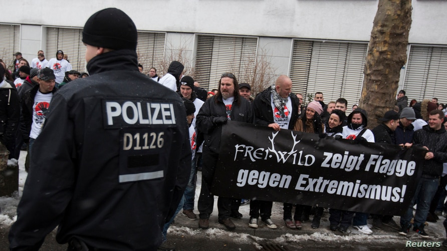 Fans of the German-language rock band Frei.Wild protest against the band's expulsion from Echo Music nominations.