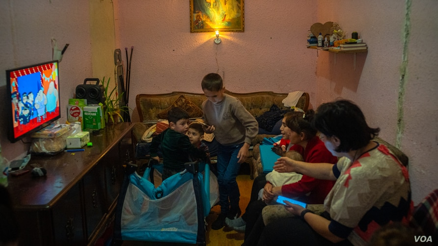 Yerevan Day 1Better-21: Nine children and three adults pack into this small apartment after fleeing violence in the disputed area of Nagorno-Karabakh last week.  Pictured in Yerevan, Armenia on Oct. 6, 2020. (VOA/Yan Boechat)