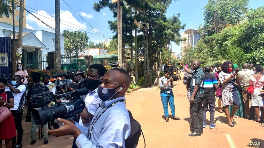 Halima Athumani. Journalists in Kampala stand in the middle of the road as they cover their protest against Security brutality. .jpg (3.2 MB)