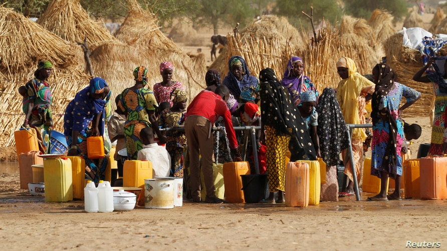 Women collect water at the Boudouri site for displaced persons outside the town of Diffa in southeastern Niger June 21, 2016…