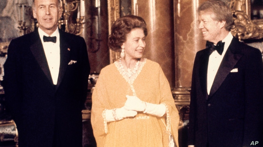 FILE - In this file photo dated May 1977, U.S. President Jimmy Carter, right, and Britain's Queen Elizabeth II are photographed…