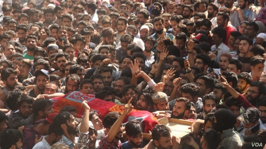 The scene of a militant funeral before Covid-19 outbreak in Kashmir valley. (UbaidUllah Wani/VOA)
