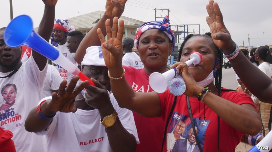 Supporters of the ruling New Patriotic Party campaign in Accra, Ghana, Nov 25, 2020.