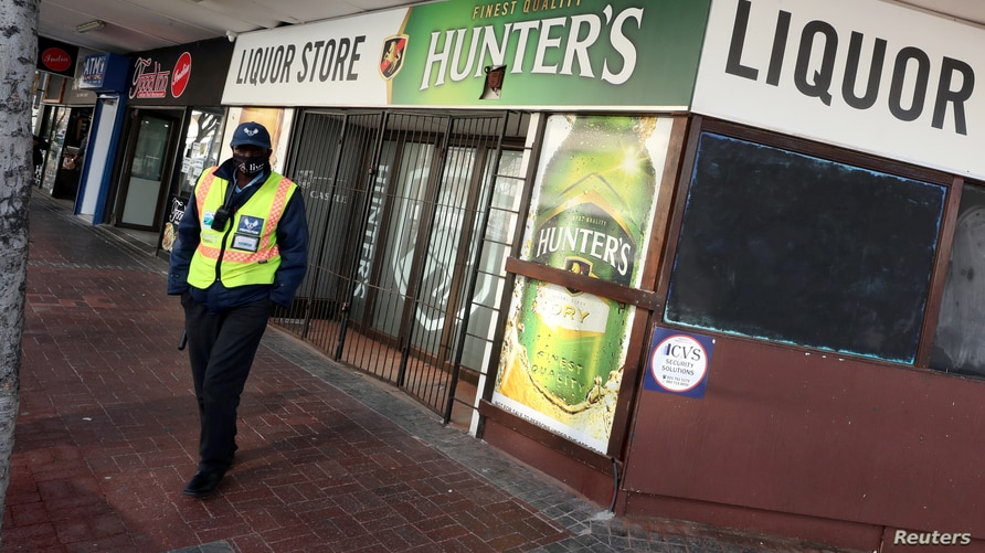 FILE PHOTO: A security guard stands outside a liquor store closed under the coronavirus disease (COVID-19) lockdown regulations…