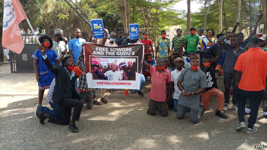 On Jan. 8, 2021, protesters hold up placards in front of the Abuja Magistrate court demanding the release of Omoyele Sowore and others arrested on New Year's Eve. (Timothy Obiezu/VOA)