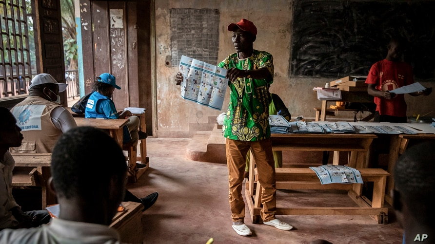 Electoral workers start to count votes at the Lycée Boganda polling station in the capital Bangui, Central African Republic, Dec. 27, 2020.