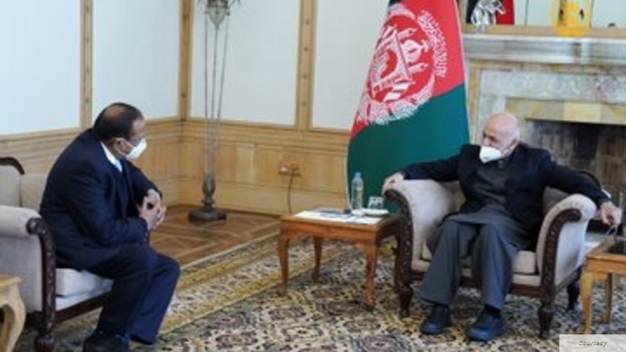 Indian National Security Advisor Ajit Doval meets Afghan President Ashraf Ghani in Kabul, Jan 13, 2021 (courtesy Afghan presidential office).