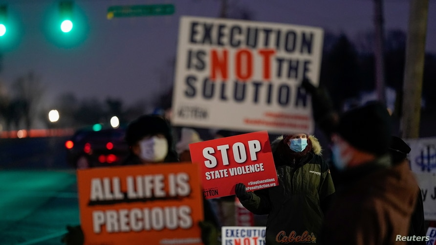 Activists in opposition to the death penalty gather to protest the execution of Lisa Montgomery, who is scheduled to be the…