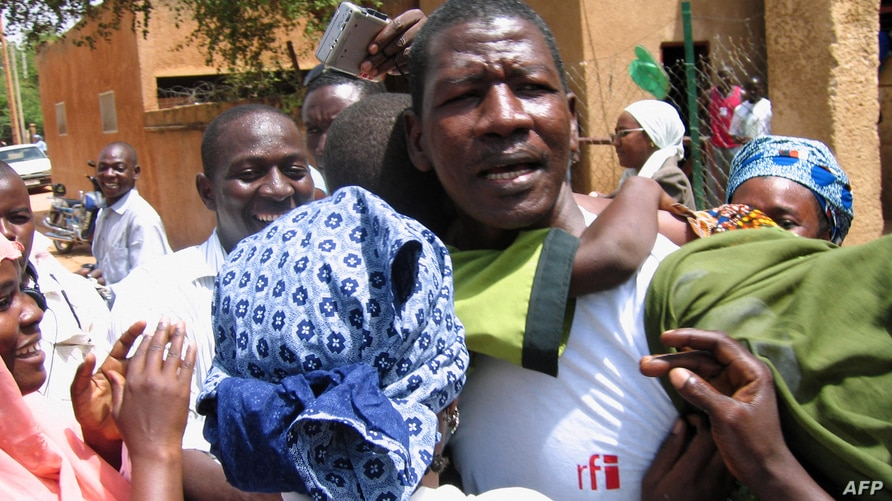 FILE - Niger journalist Moussa Kaka (C) is surrounded by supporters in Niamey, Oct. 7, 2008, after an appeals court ordered his provisional release just over a year since his detention for allegedly undermining state security.