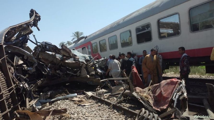 People inspect the damage after two trains collided near the city of Sohag, Egypt, March 26, 2021. REUTERS/Khaled Hasan NO…