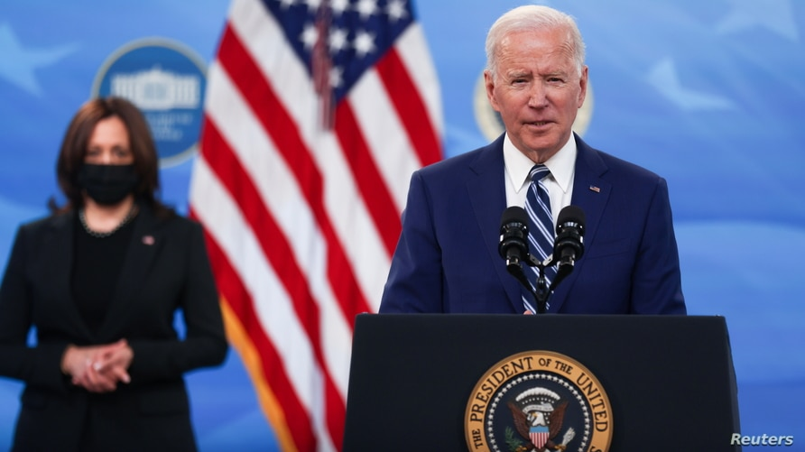 U.S. President Joe Biden, ‪with Vice President Kamala Harris,‬ delivers remarks after a meeting with his COVID-19 Response Team…