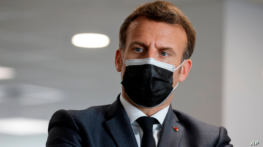 French President Emmanuel Macron visits a call center of the French Social security insurance dedicated to Covid-19 vaccinations, March 29, 2021 in Creteil, outside Paris.