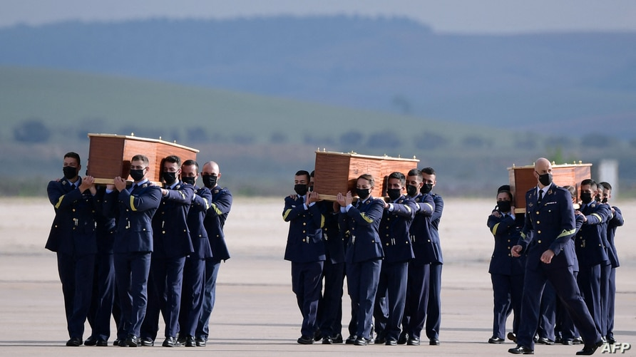Spanish airforce personnel carry the coffins with the bodies of Spanish journalists David Beriain and Roberto Fraile and Irish…