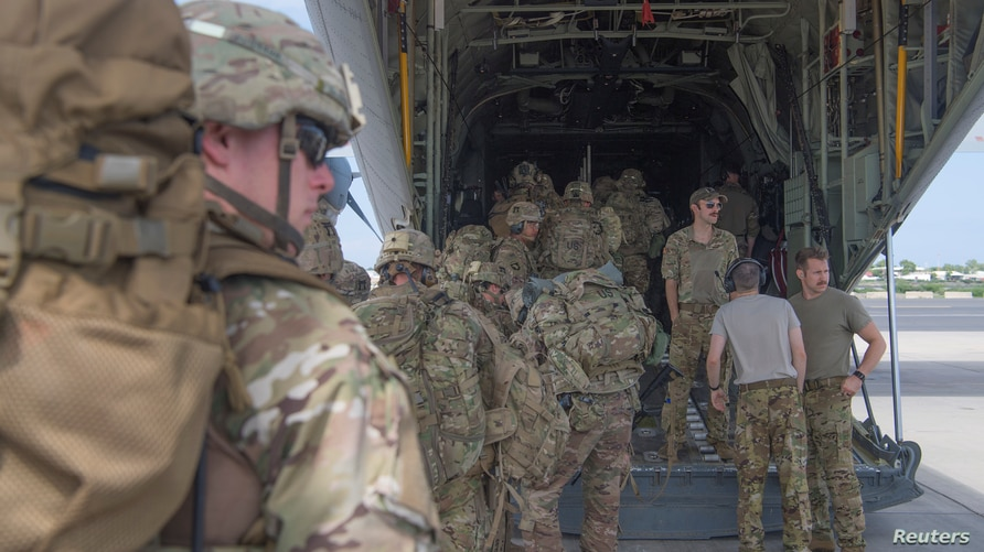U.S. Army soldiers, assigned to the East Africa Response Force (EARF), 101st Airborne Division on a mission to bolster the…