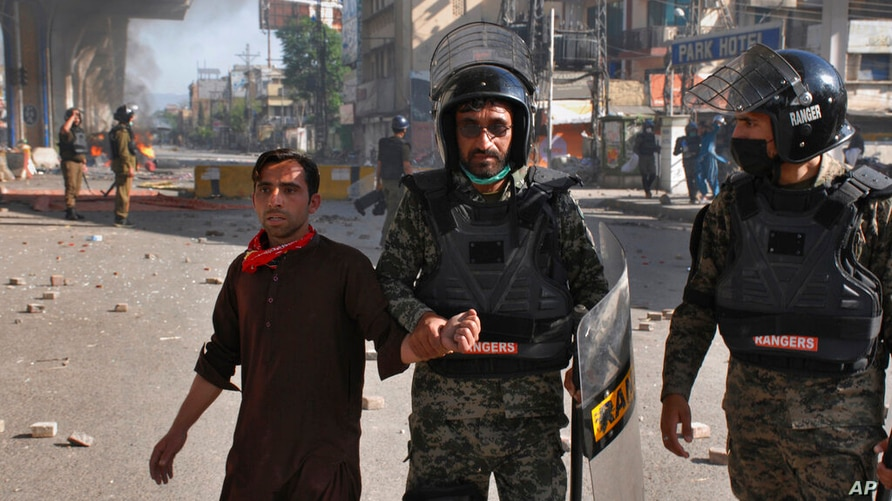 Paramilitary soldiers detain a supporter of Tehreek-i-Labaik Pakistan, a radical Islamist political party, during a clash, in…