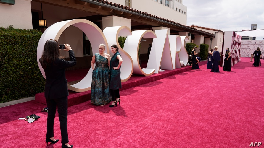 Celebrities and guests walk the red carpet at the Oscars in Los Angeles, California, April 25, 2021.