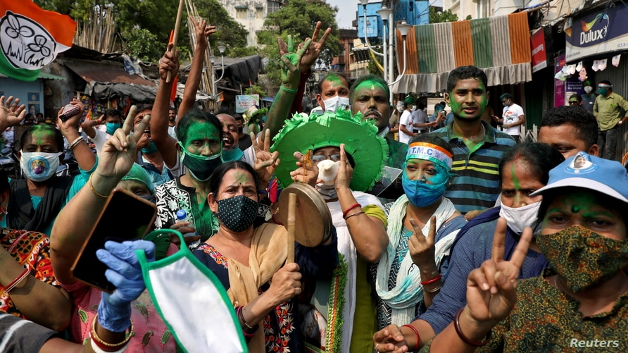 Supporters of Chief Minister of West Bengal state and the Chief of Trinamool Congress (TMC) Mamata Banerjee celebrate after the…