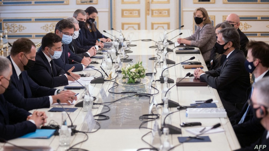 This handout photograph taken and released by the Ukrainian Presidential Press Service May 6, 2021, shows Ukrainian President Volodymyr Zelensky (C/L) and U.S. Secretary of State Antony Blinken (C/R) during their talks in Kyiv.