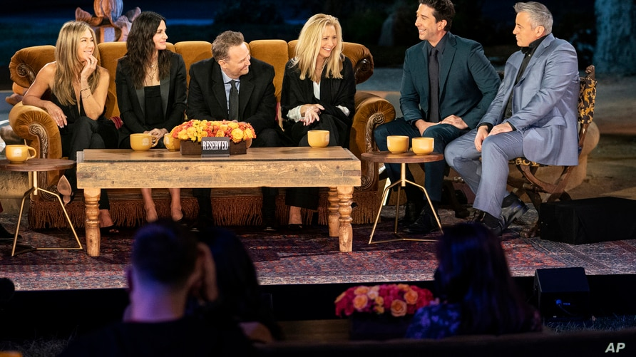 """This image provided by HBO Max shows, from left, Jennifer Aniston, Courteney Cox, Matthew Perry, Lisa Kudrow, David Schwimmer and Matt LeBlanc in a scene from the """"Friends"""" reunion special. (Terence Patrick/HBO Max via AP)"""