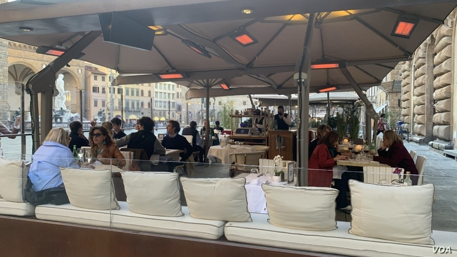 Bars and restaurants have gone back to being populated and many are enjoying their capuccinos sitting in the sun at the tables outside. (Sabina Castelfranco/VOA)
