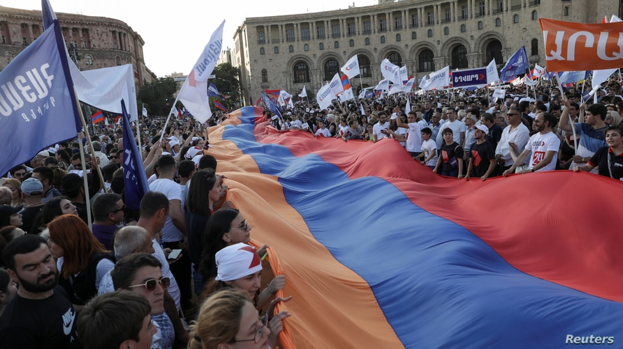 """Supporters of """"Armenia"""" bloc led by the country's former President Robert Kocharyan attend a campaign rally ahead of the…"""