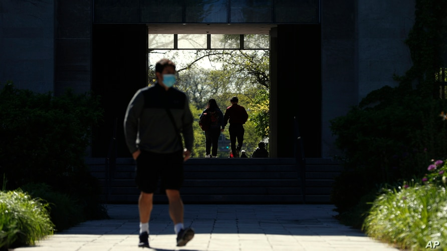 FILE - Students make their way through the University of Chicago campus, in Chicago, Illinois, May 6, 2021, as many U.S. institutions of higher learning are making plans to bring back foreign students for the fall semester.