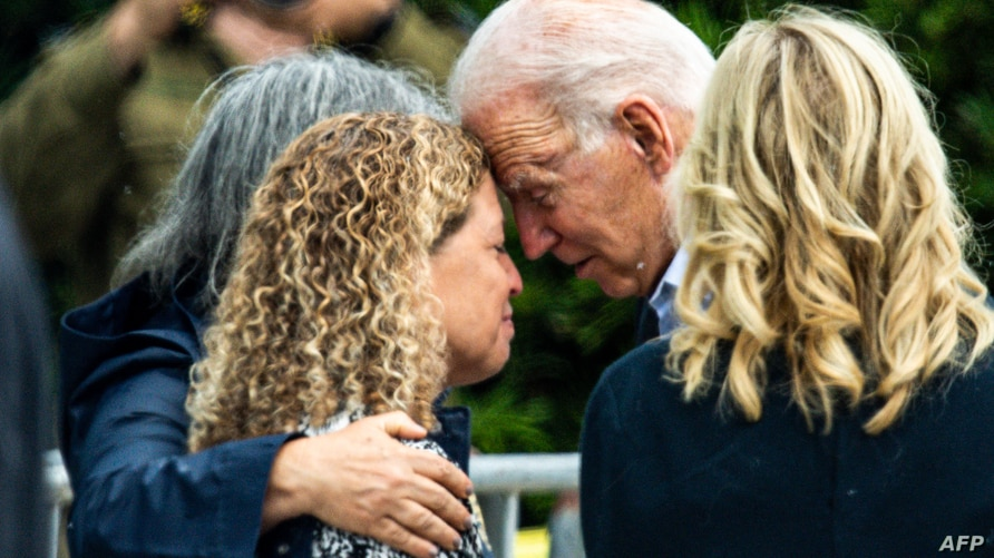 Biden Consoles Families of Florida Building Collapse | Voice of America - English