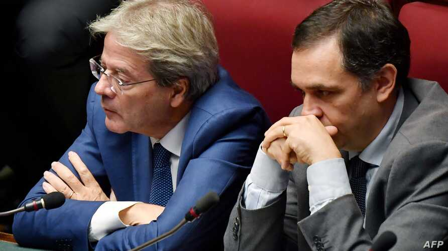 Former prime minister Paolo Gentiloni (L) attends on September 9, 2019 the new government confidence vote at the lower house of parliament in Rome. / AFP / Andreas SOLARO