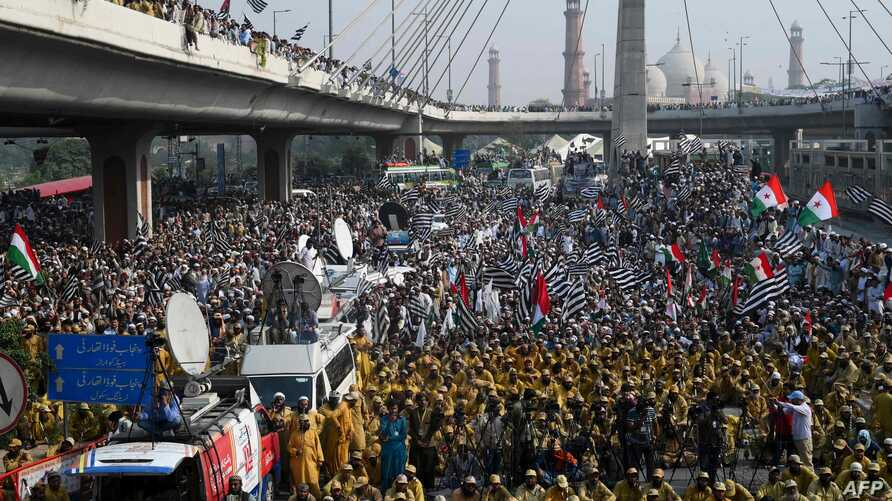 """TOPSHOT - Activists and supporters of the Jamiat Ulema-e-Islam party gather during an anti-government """"Azadi March"""" towards…"""