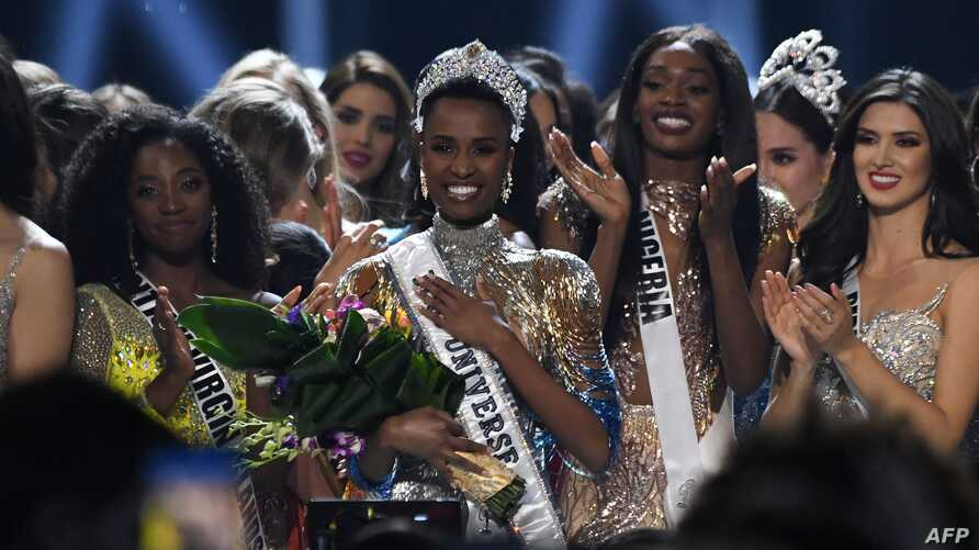 Newly crowned Miss Universe 2019 South Africa's Zozibini Tunzi poses on stage with contestants after the 2019 Miss Universe…
