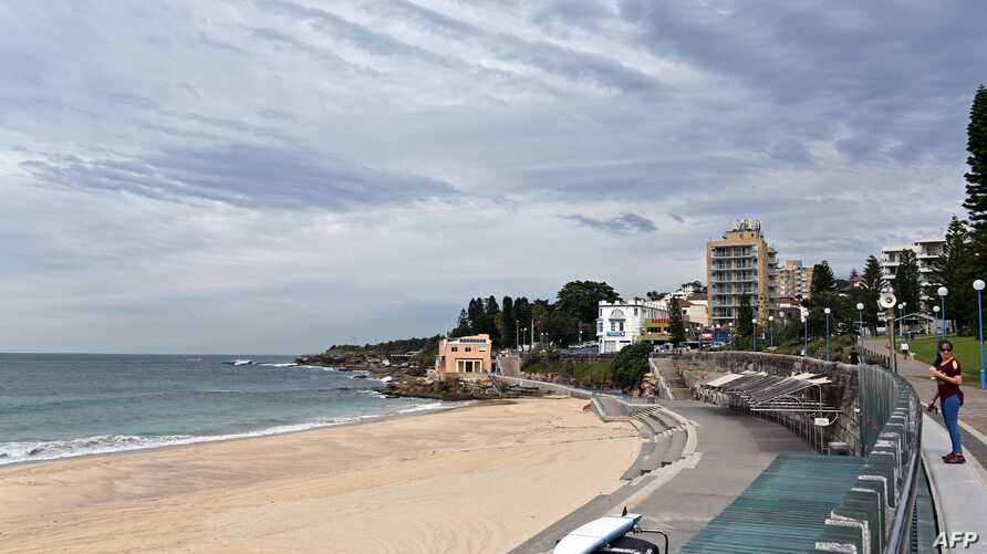 This general view shows an empty Coogee beach in Sydney on April 16, 2020. - All beaches remained closed as Australia on April…