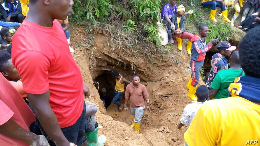 Rescuers work in Kamituga, South Kivu, on September 12, 2020, at the entrance of one of the mines where dozens of Congolese…