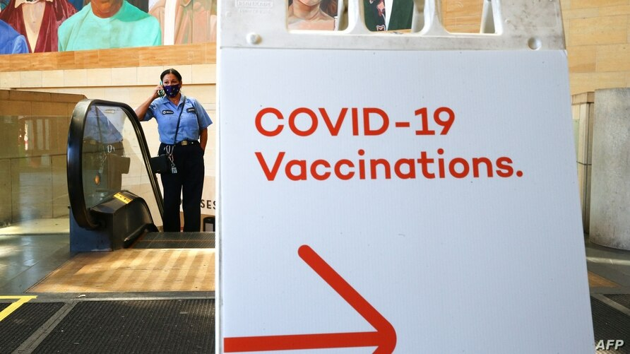 LOS ANGELES, CALIFORNIA - JUNE 10: A sign points to a vaccination site set up inside Union Station in an effort to target…
