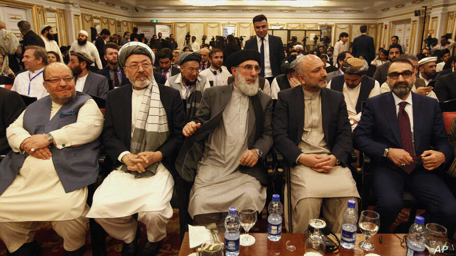 Afghan politicians, from second left to right, Mohammad Karim Khalili, Gulbuddin Hekmatyar, Haneef Atmar and Ustad Atta Mohammad Noor, and others attend the opening session of an Afghan Peace Conference, Bhurban, Pakistan, June 22, 2019.