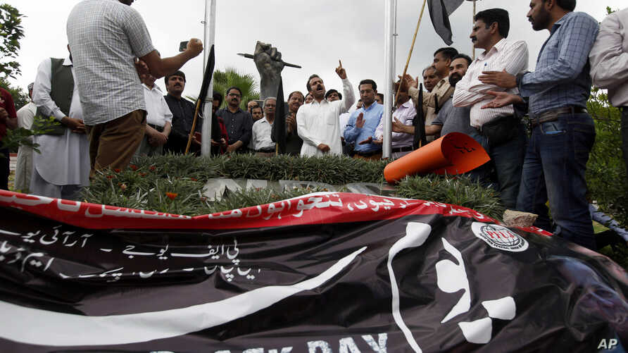 Pakistani journalists take part in a demonstration to denounce rampant censorship, in Islamabad, Pakistan, Tuesday, July 16, 2019. Pakistani journalists are holding nationwide protests to denounce rampant censorship by the country's powerful…