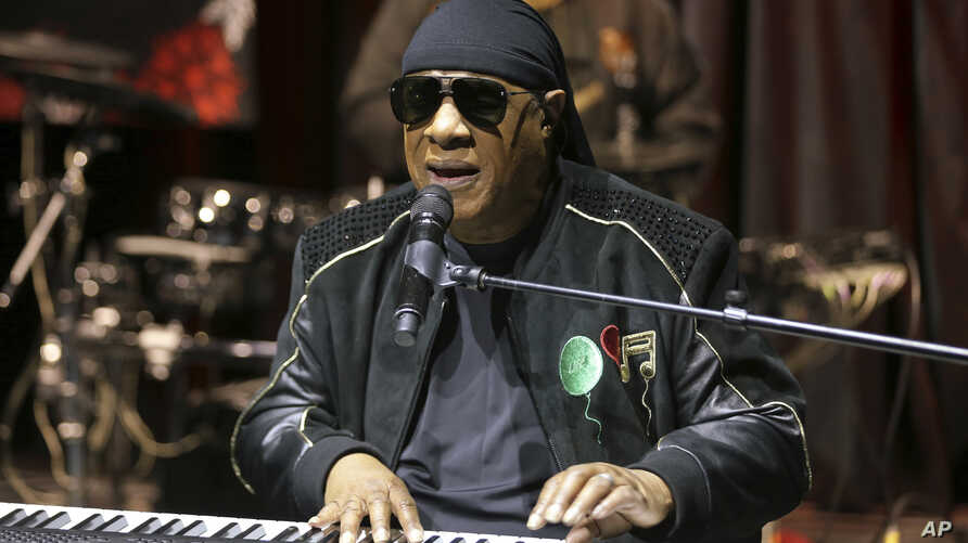 """FILE - Stevie Wonder performs live at the """"House Full of Toys 22nd Annual Benefit Concert"""" press conference in Los Angeles, Nov. 27, 2018. Wonder announced Saturday he will  receive a kidney transplant this fall."""