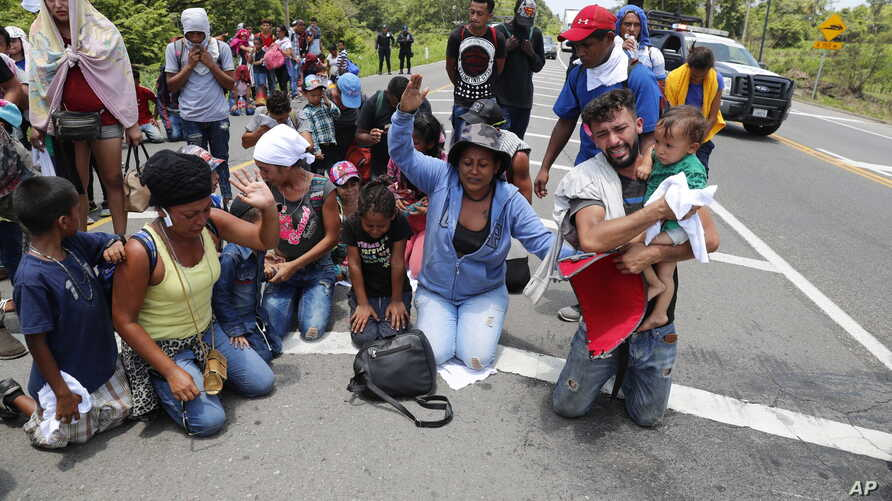 Migrants beg and pray not to be taken away by Mexican immigration authorities during a raid on a migrant caravan that had earlier crossed the Mexico-Guatemala border, near Metapa, Chiapas state, Mexico, June 5, 2019.