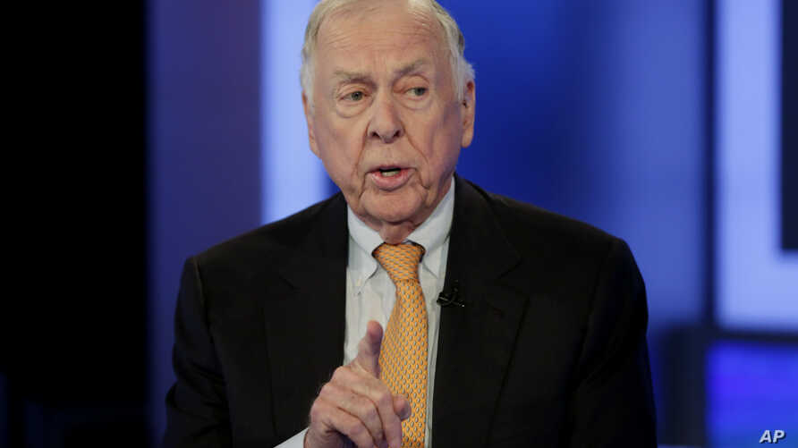 FILE - In this Oct. 8, 2015 file photo, T. Boone Pickens appears on the Fox Business Network, in New York. Pickens is recovering after suffering a mini-stroke last month, Jay Rosser, Pickens' chief of staff said in an email Monday, Jan. 9, 2017. The…
