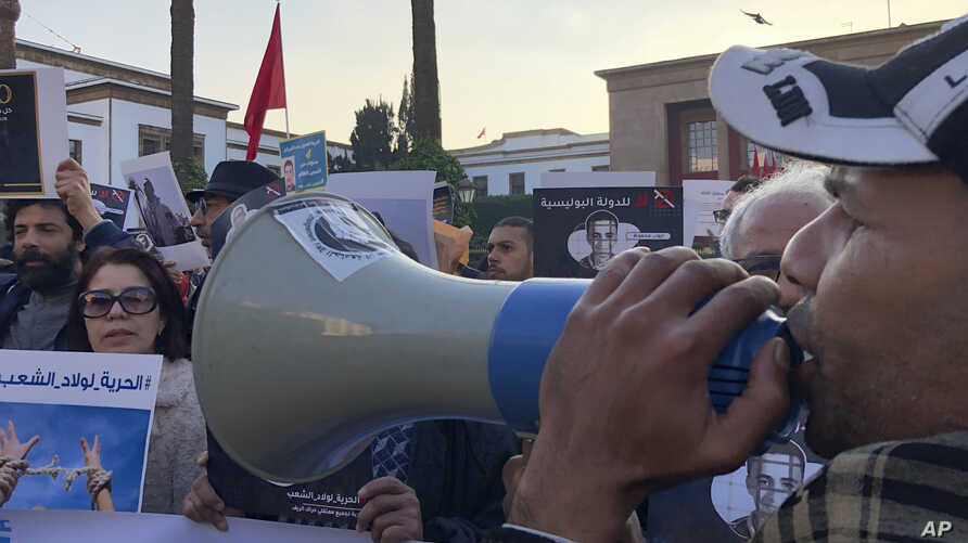 Dozens of people gathered in front of Rabat Parliament to denounce the situation of freedom of speechin Rabat, Thursday Jan 9…