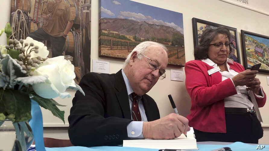 "Former independent counsel Kenneth Starr signs a copy of his recent book ""Contempt: A Memoir of the Clinton Investigation"" at…"
