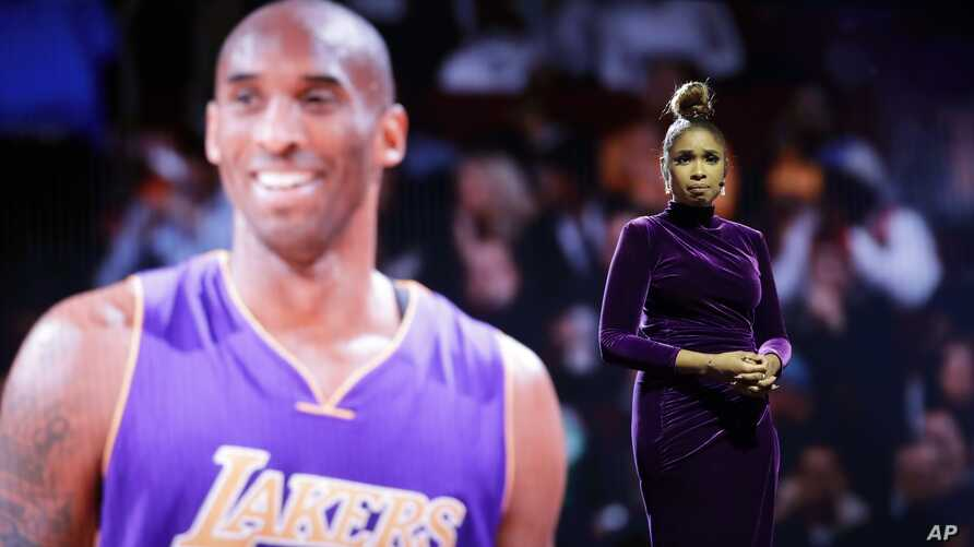 Jennifer Hudson sings a tribute to former NBA All-Star Kobe Bryant and his daughter Gianna, who were killed in a helicopter…