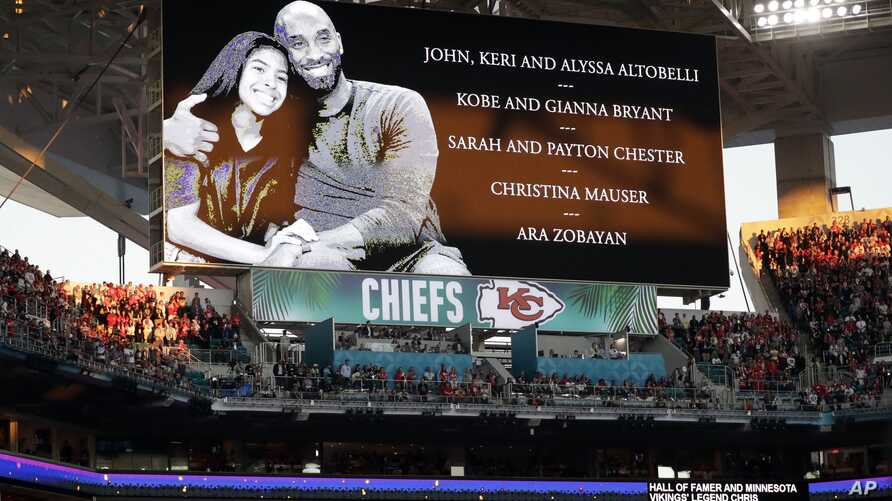 Kobe Bryant and his daughter Gianna Bryant are honored along with all of the helicopter crash victims before the NFL Super Bowl…