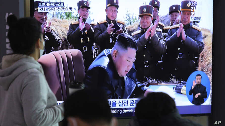People watches a television screen showing a file image of North Korean leader Kim Jong Un during a news program at the Seoul…
