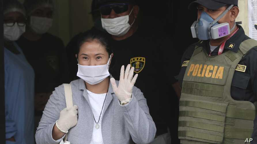Wearing a mask against the spread of thew new coronavirus, former Peruvian presidential candidate Keiko Fujimori waves…