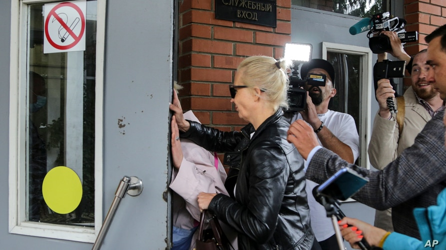 Alexei Navalny's wife Yulia, center, enters the Omsk Ambulance Hospital No. 1, intensive care unit where Alexei Navalny was…