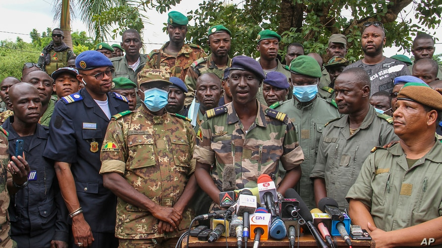 Colonel-Major Ismael Wague, centre, spokesman for the soldiers identifying themselves as National Committee for the Salvation…