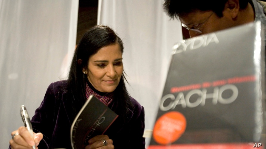 """Mexican journalist Lydia Cacho signs copies of her new book  """"Memorias de una Infamia"""" ,Memories of Infamy, after its launching…"""