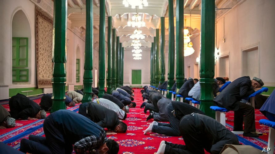 Uyghurs and other members of the faithful pray at the Id Kah Mosque in Kashgar in western China's Xinjiang Uyghur Autonomous…