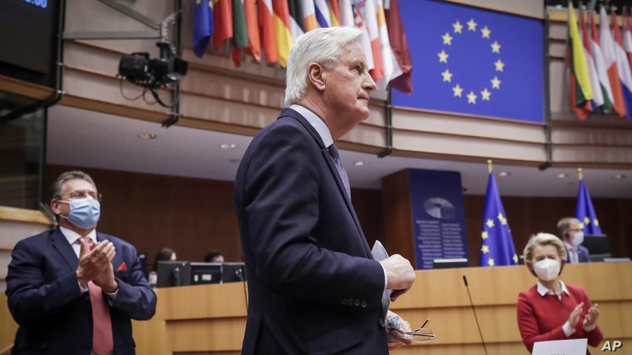 Head of the Task Force for Relations with the UK Michel Barnier, center, and European Commission President Ursula von der Leyen…